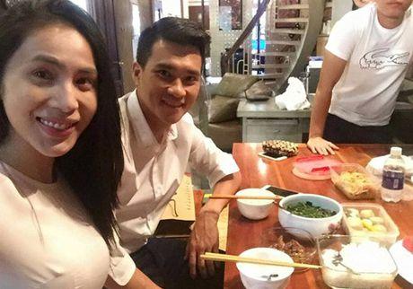 Nhung bi mat khong ngo cua Thuy Tien, Cong Vinh trong biet thu trieu do - Anh 6