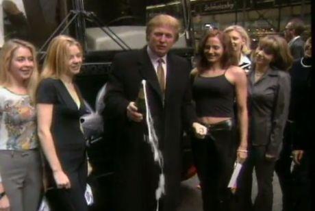 My: Trump thanh tong thong, vo tinh tao hang loat ki luc - Anh 3