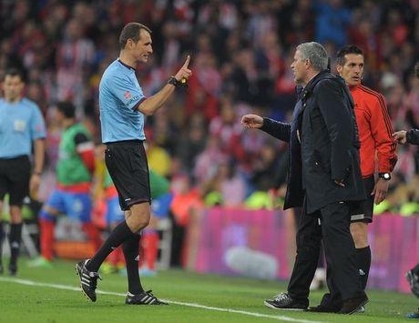 Mourinho da chui mang tat ca, tru ban than - Anh 2
