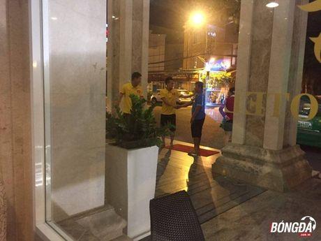 Chinh thuc: HLV Huu Thang chot danh sach 5 cau thu bi loai. - Anh 2