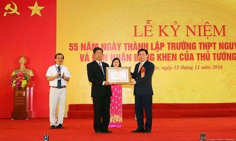 Truong THPT Nguyen Duy Trinh nhan Bang khen cua Thu tuong - Anh 1