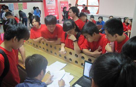 Hon 600 sinh vien Hue tham gia chuong trinh hien mau nhan dao - Anh 1