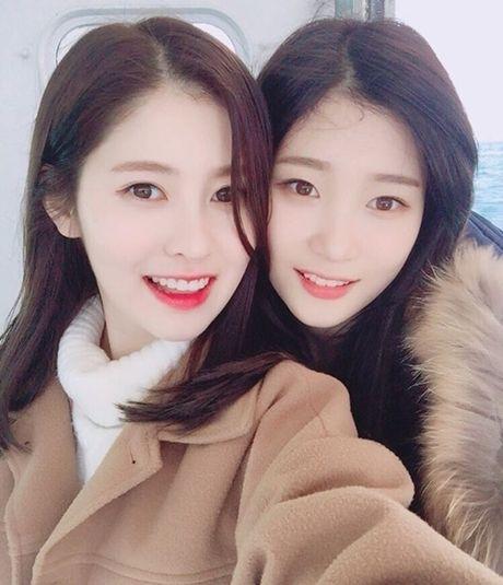 Sao Han 13/11: Hyo Min phoi do 'tren dong duoi he', Chae Yeon do sac Ye Bin - Anh 1