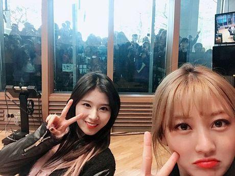 Sao Han 13/11: Hyo Min phoi do 'tren dong duoi he', Chae Yeon do sac Ye Bin - Anh 3