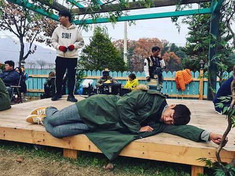 Sao Han 13/11: Hyo Min phoi do 'tren dong duoi he', Chae Yeon do sac Ye Bin - Anh 5