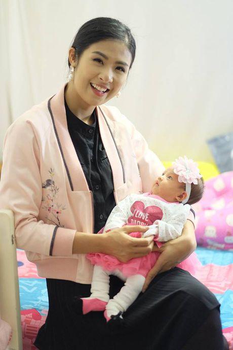 Hong Que hanh phuc khi con gai tron mot thang tuoi - Anh 3