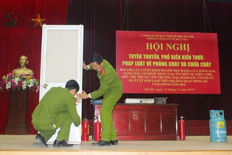 Tren 500 nguoi tham gia nang cao ky nang thoat nan, chua chay - Anh 1