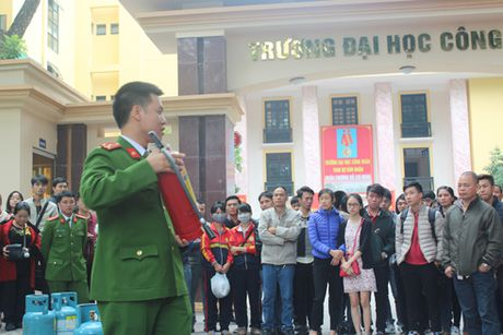 Tren 500 nguoi tham gia nang cao ky nang thoat nan, chua chay - Anh 3