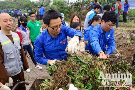 Pho Thu tuong Vu Duc Dam tham gia thu don phe thai ven ho Linh Dam - Anh 2