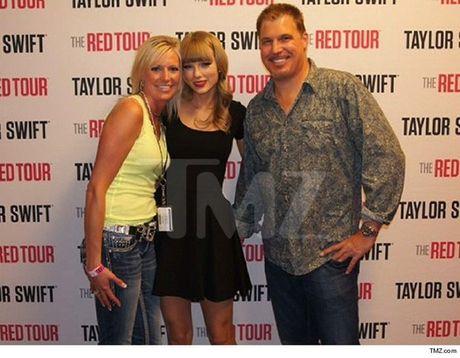 Lo anh la bang chung vu kien Taylor Swift bi sam so chon dong nguoi - Anh 2