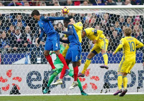 Mourinho, Deschamps khong qua mong Pogba tiep tuc ghi ban - Anh 2