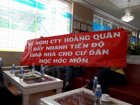 Treo bang ron doi nha tai du an cua Dia oc Hoang Quan - Anh 1