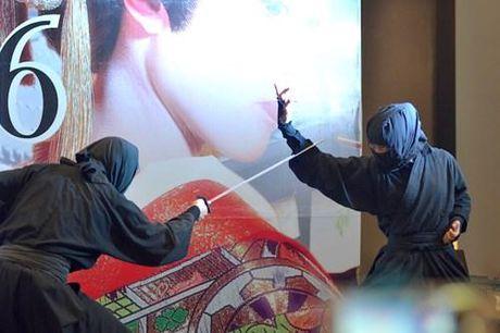 Ninja Nhat Ban den Ha Noi tro tai dau kiem, nem phi tieu - Anh 3