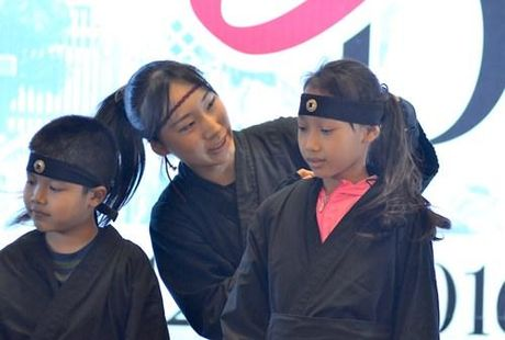 Ninja Nhat Ban den Ha Noi tro tai dau kiem, nem phi tieu - Anh 7