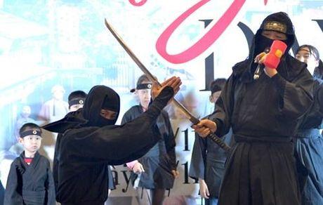 Ninja Nhat Ban den Ha Noi tro tai dau kiem, nem phi tieu - Anh 8