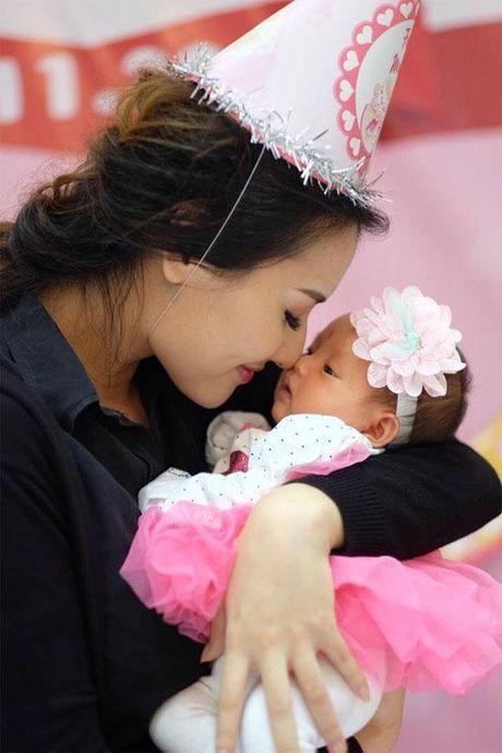 Hoa hau Ngoc Han rang ro toi mung day thang con gai Hong Que - Anh 2