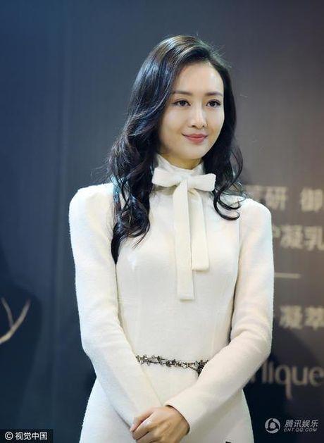 My nhan bi nghi ngoai tinh voi chong Duong Mich xuat hien lan dau sau scandal - Anh 1