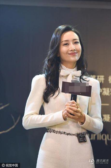 My nhan bi nghi ngoai tinh voi chong Duong Mich xuat hien lan dau sau scandal - Anh 2