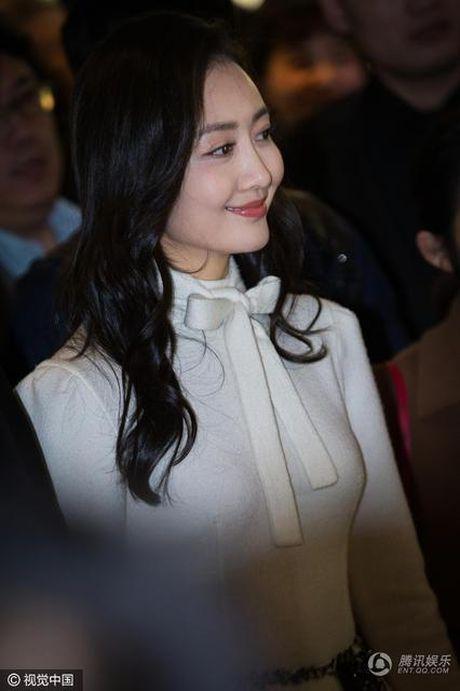My nhan bi nghi ngoai tinh voi chong Duong Mich xuat hien lan dau sau scandal - Anh 3