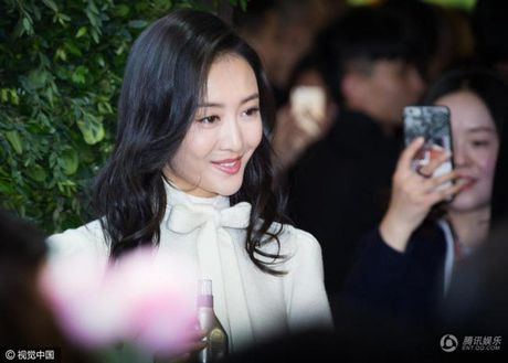 My nhan bi nghi ngoai tinh voi chong Duong Mich xuat hien lan dau sau scandal - Anh 4
