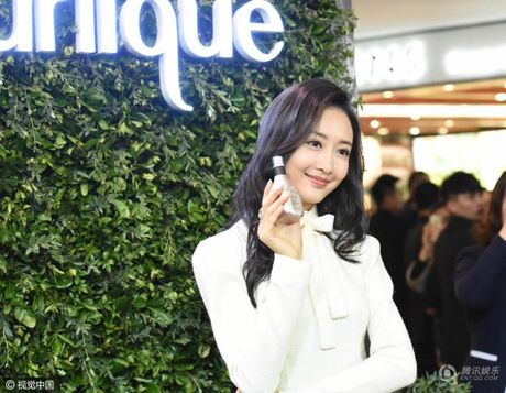 My nhan bi nghi ngoai tinh voi chong Duong Mich xuat hien lan dau sau scandal - Anh 5
