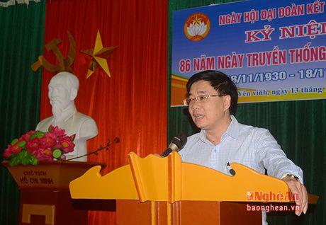 Pho Bi thu Tinh uy Nguyen Van Thong vui hoi dai doan ket tai phuong Hung Phuc, TP. Vinh - Anh 2