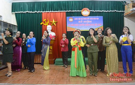 Pho Bi thu Tinh uy Nguyen Van Thong vui hoi dai doan ket tai phuong Hung Phuc, TP. Vinh - Anh 4