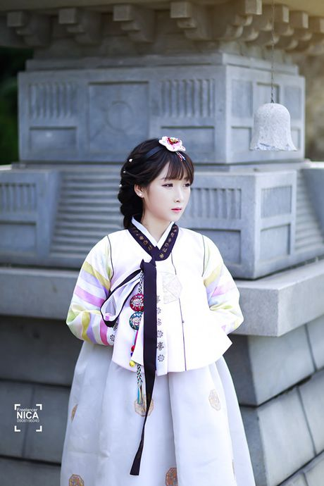 'Chi dai' Suu nhi khoe hinh dien Hanbok dep long lanh nhu gai ban dia - Anh 4