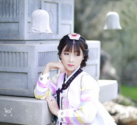 'Chi dai' Suu nhi khoe hinh dien Hanbok dep long lanh nhu gai ban dia - Anh 5