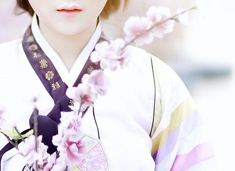 'Chi dai' Suu nhi khoe hinh dien Hanbok dep long lanh nhu gai ban dia - Anh 6