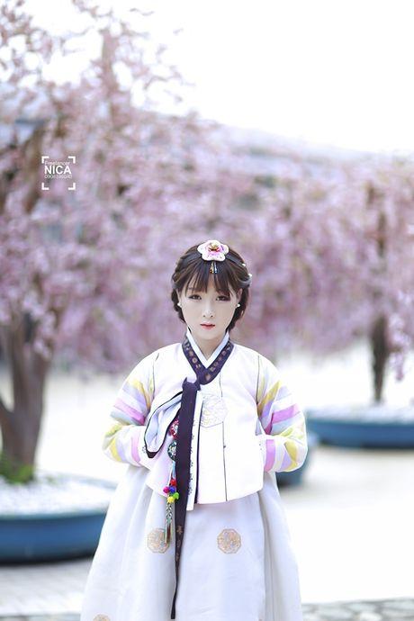'Chi dai' Suu nhi khoe hinh dien Hanbok dep long lanh nhu gai ban dia - Anh 7