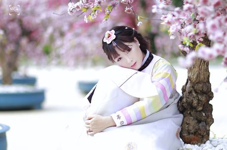 'Chi dai' Suu nhi khoe hinh dien Hanbok dep long lanh nhu gai ban dia - Anh 9