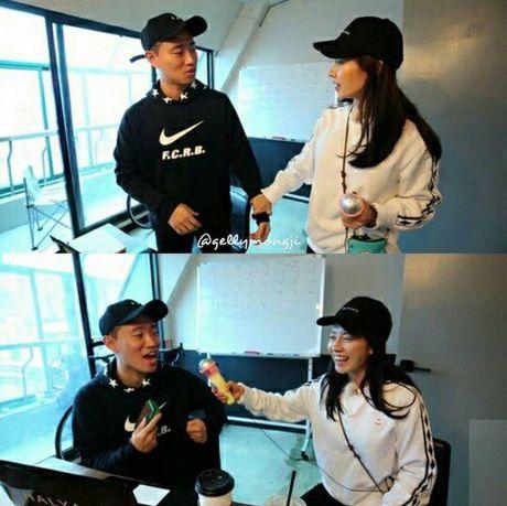 Vua tro lai Running Man, Gary da doi hoi cuoi Ji Hyo. - Anh 4