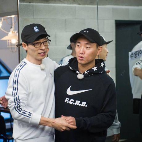 Vua tro lai Running Man, Gary da doi hoi cuoi Ji Hyo. - Anh 7