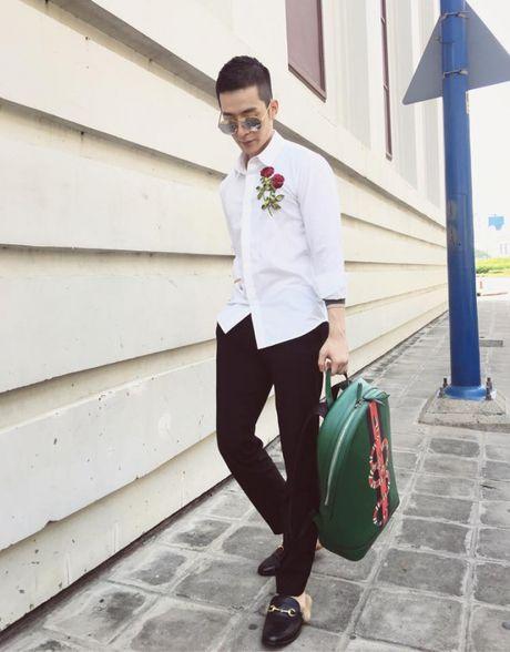 Noo Phuoc Thinh ru Ngo Kien Huy cung nhau lang xe ao somi theu hoa noi - Anh 9