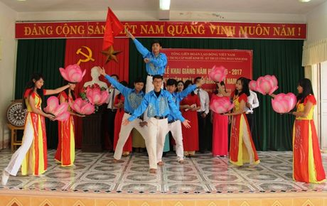 Truong Trung cap nghe KT-KT cong doan Ninh Binh: Khai giang nam hoc moi va Ky niem 34 nam Ngay Nha giao VN - Anh 2
