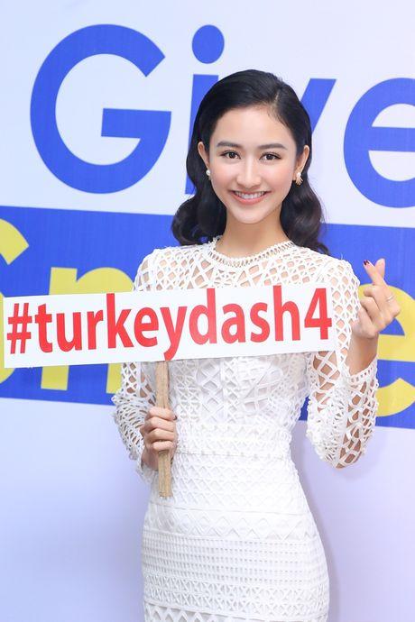 Hoa hau Huong Giang rang ro dong hanh cung Turkey Dash - Anh 7