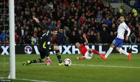 Bale ghi ban, DT xu Wales khien doi thu do mau - Anh 9