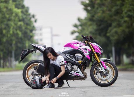 Kawasaki Z800 do Hello Kitty cua nu biker Sai Gon - Anh 1