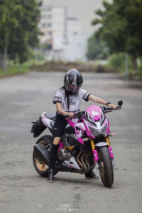 Kawasaki Z800 do Hello Kitty cua nu biker Sai Gon - Anh 2