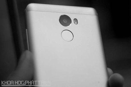 Smartphone cam bien van tay, RAM 3 GB, pin 'khung', gia gan 3 trieu - Anh 29