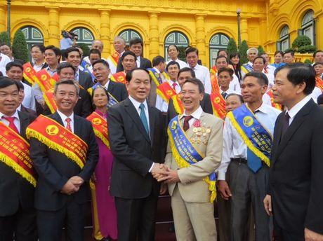 Chu tich nuoc Tran Dai Quang tran trong va cam phuc nhung cong hien cua nguoi nong dan - Anh 1