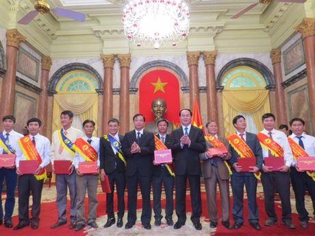 Chu tich nuoc Tran Dai Quang tran trong va cam phuc nhung cong hien cua nguoi nong dan - Anh 2