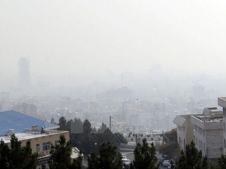 Iran: Cac truong hoc tai Tehran dong cua do o nhiem khong khi - Anh 1