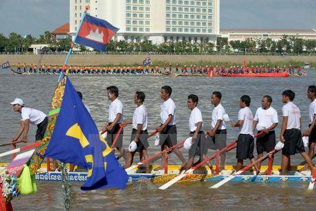 Campuchia to chuc Le hoi dua thuyen tren song Tonle Sap - Anh 4