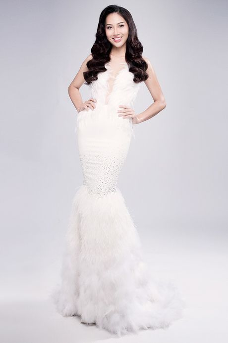 Dieu Ngoc rang ro voi ren xuyen thau truoc them Miss World - Anh 1