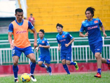 Tuan Anh tiet lo doi thu lon nhat tai bang B AFF Cup 2016 - Anh 1