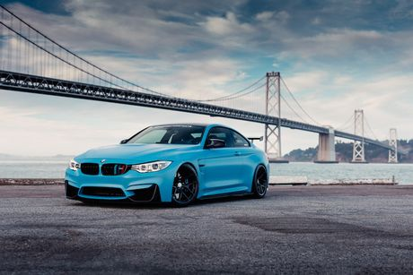 Xe do the thao BMW M4 khoac 'ao xanh' cuc doc - Anh 1