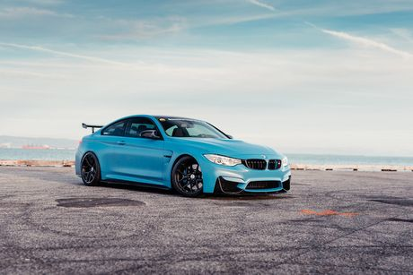 Xe do the thao BMW M4 khoac 'ao xanh' cuc doc - Anh 2