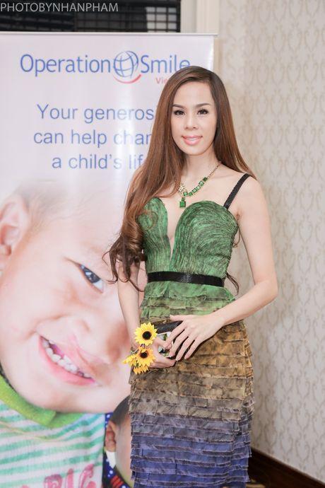 HH Huong Giang tai xuat rang ro sau sinh con thu hai - Anh 10